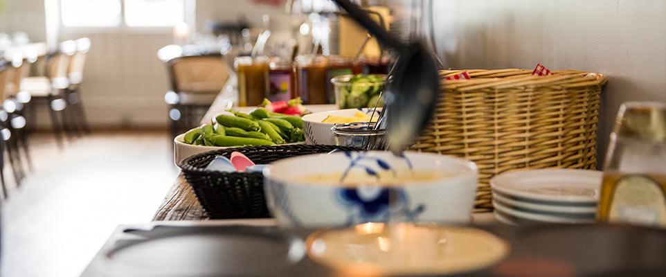 Hold din brunch på Hotel Saxkjøbings smukke omgivelser.